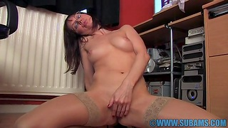 Cock vitalized solo girl Cindy Reed enjoys fingering her pussy in the office