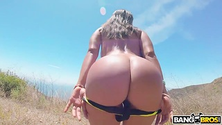 Sex voyage with busty and bootyful cut up from Cuba Luna Toast of the town