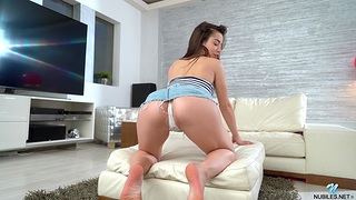 Irresistible Anastasia Brokelyn moans while playing in the air a vibrator